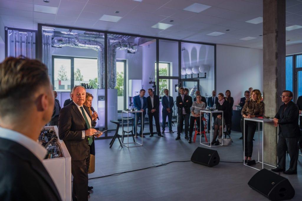 Nicholas Matten slavnostně otevírá nový showroom